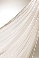 白色の流れる織物