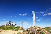 宮城県 刈田嶺神社の奥宮と蔵王山メートル指導標