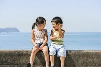海辺の日本人の子供