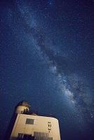 沖縄県 波照間島星空観測タワーと天の川 波照間島