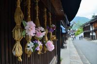 長野県 妻籠宿で見かけた花飾り