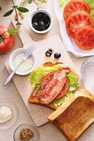 朝食のBLTトースト