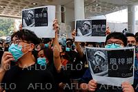 香港 抗議デモによる混乱続く 男子大学生が死亡