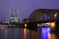 ドイツ ケルン 夕暮れの大聖堂