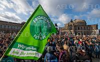 温暖化対策を求める運動 世界各地でデモ