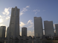 神奈川県 横浜 夕日に染まるみなとみらいランドマークタワー