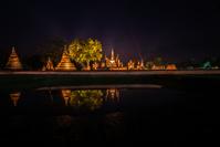 タイ 夜のスコータイ歴史公園