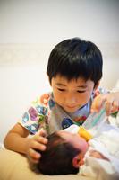 お兄ちゃんと日本人の赤ちゃん