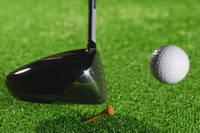 ゴルフボールを打つ瞬間