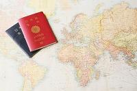 旅行イメージ パスポートと地図