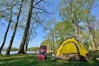 湖畔のキャンプ