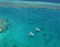 オーストラリア サンゴ礁と水上飛行機