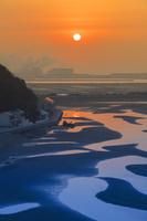 兵庫県 新舞子浜の干潟と朝日