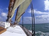 アメリカ合衆国 大型ヨットの船首