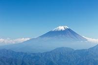 富士山と初冠雪 富士川町 山梨県