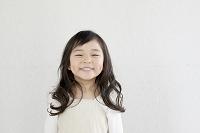 笑顔の6歳の女の子