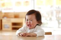 泣いている日本人の幼児