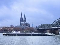 ドイツ ライン川とケルン大聖堂とコロニウステレビ塔