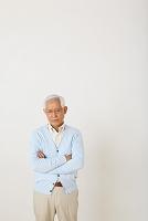 落ち込むシニアの日本人男性
