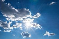 イメージ 太陽と青空と白い雲