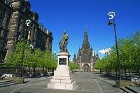スコットランド リヴィングストン像とグラスゴー大聖堂