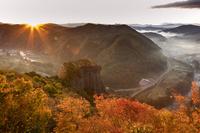 岩手県 朝の馬仙峡 展望台から男神岩