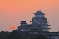 兵庫県 景福寺公園より望む姫路城と朝日