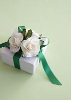 白いバラのギフトボックス