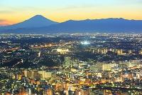 神奈川県 横浜ランドマークタワーより望む横浜市街地の夜景と富...