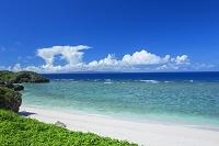 鹿児島県 沖縄本島と積乱雲と海