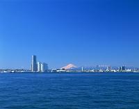 神奈川県 横浜 みなとみらいと富士山