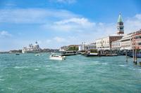 イタリア スキアヴォーニ河岸の船着き場