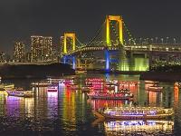 東京都 レインボーブリッジと納涼船