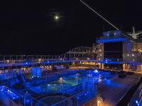 地中海の月