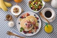 フルーツパンケーキの朝食