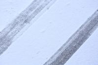 福島県 大沼郡 金山町 奥会津 雪道に残るタイアの跡