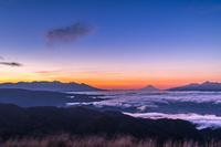 長野県 高ボッチ高原から朝焼け