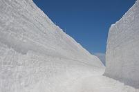 富山県 立山室堂の雪の回廊