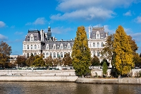 セーヌ河とパリ市庁舎