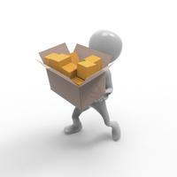 荷物を運ぶ人形