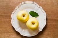 皿とリンゴ 金星