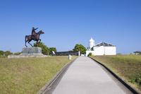 和歌山県 樫野崎 ムスタファ・ケマル・アタテュルク騎馬像と樫...