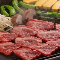 鉄板に並べたジンギスカン 食べ物 料理