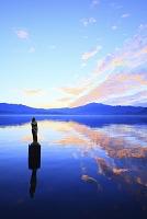 秋田県 田沢湖 たつこ像と朝焼け雲