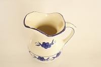 陶器の水差し