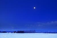 北海道 夜明け前の月 帯広市