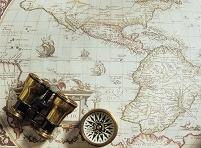 古い世界地図と双眼鏡