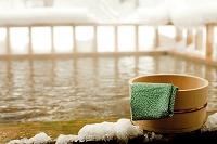 秋田県 温泉の桶と手ぬぐい