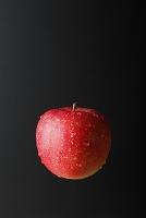 水滴がついたリンゴ