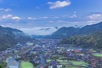 島根県 津和野市街と朝霧
